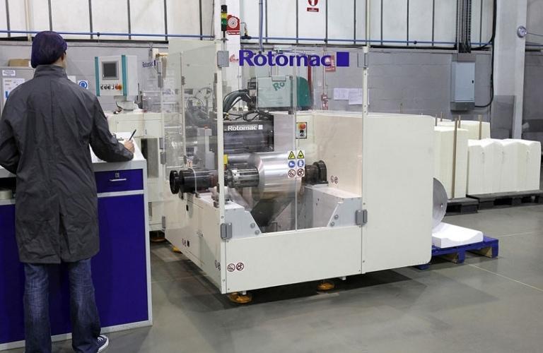 Foil machine operator